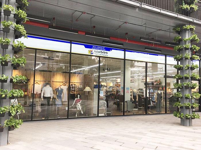 BTSプラカノン駅前にあるサマーヒルの、目立つ場所に出店
