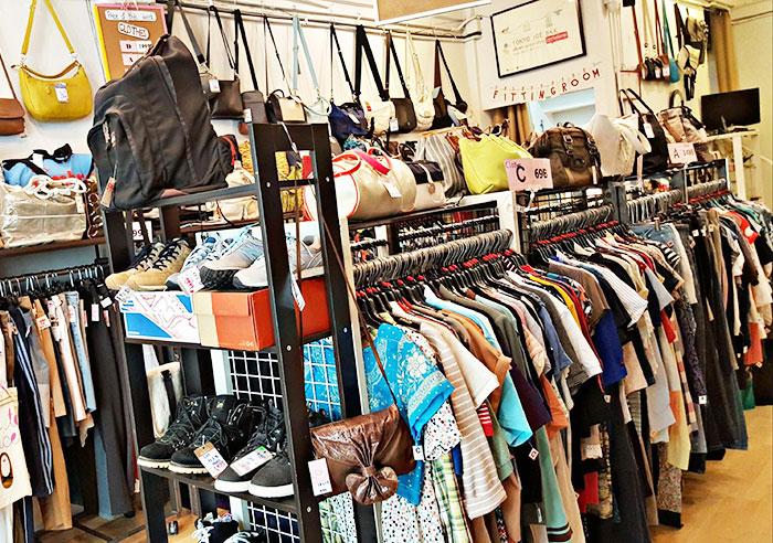 店内は日本人が使っていた不用品が並び、どれもクオリティーは日本で使われているものだ