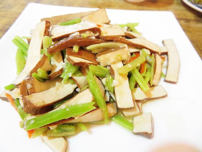 ヘルシーな中華風の豆腐サラダ