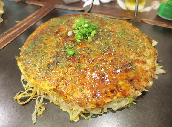 ボリュームのある広島のお好み焼き