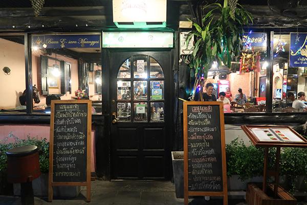 イタリア料理店のような入り口