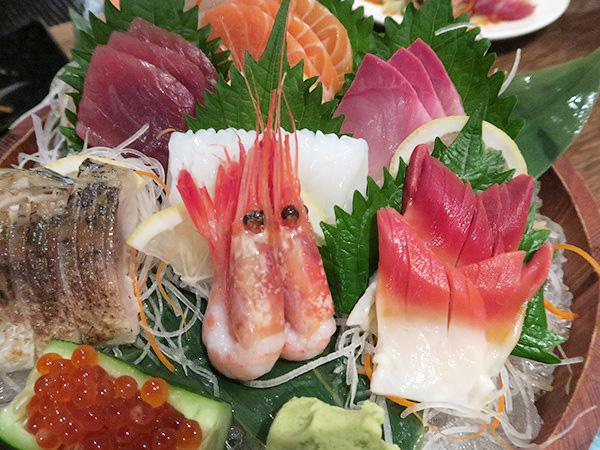 日本から直送の新鮮な魚介も!