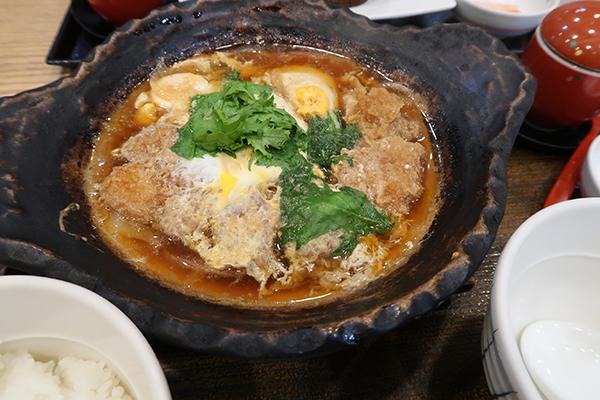 豚ロースの玉子とじ土鍋定食 289バーツ