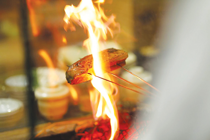 江戸前寿司と藁焼きが自慢