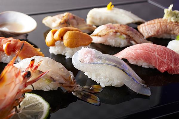 豊洲から直送された新鮮な魚介を使った鮨