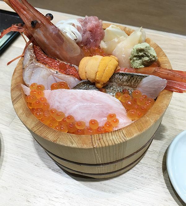 特上海鮮丼はランチでも提供している