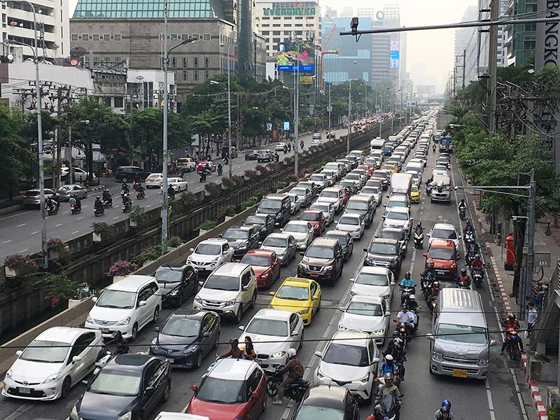 サトン通りの朝の渋滞