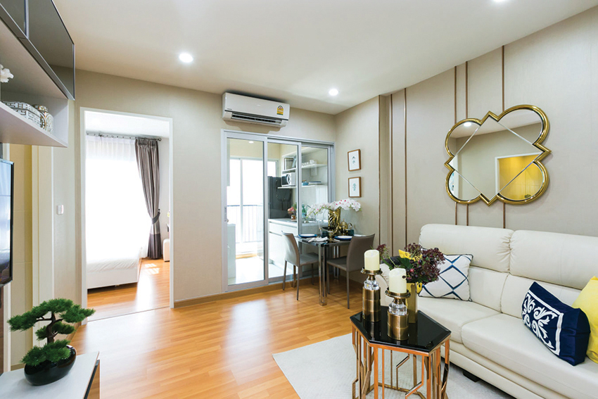 The President Sukhumvit-Samutprakan の部屋は手前のリビング、左奥のベッドルーム、右奥のキッチンに分かれていて、単身者、夫婦向けにはとっても快適